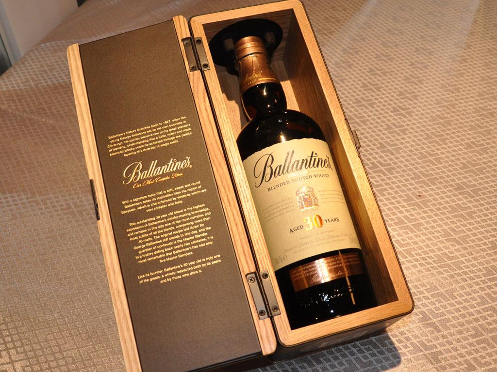 hình ảnh thực tế rượu ballantine 30