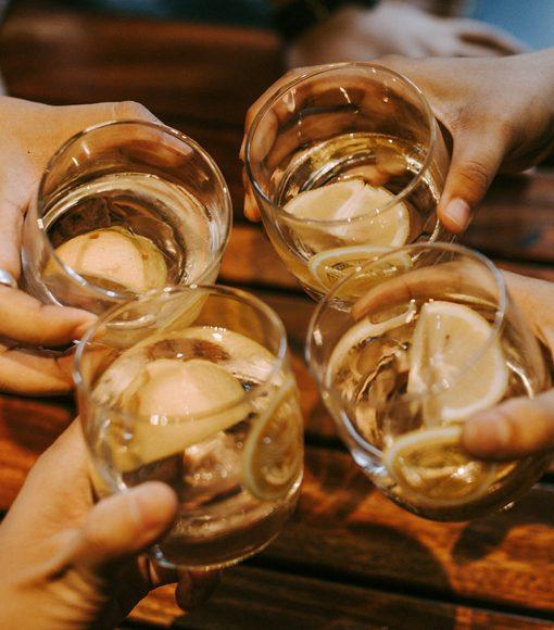 Thưởng thức vodka cá sấu chanh