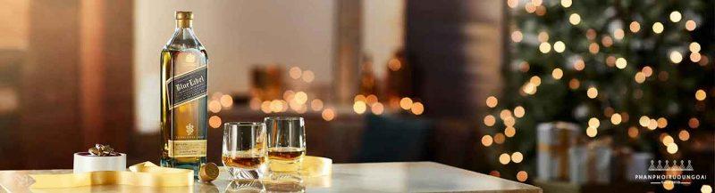 Rượu Johnnie Walker Blue Label thường được đi kèm với các không gian sang trọng