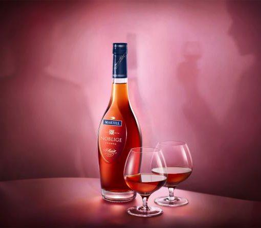hình ảnh quảng cáo rượu martell Noblige