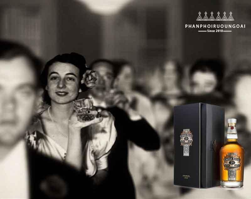 Từ năm 1902 rượu chivas 25 đã trở thành chén rượu chúc mừng cho những nhà quý tộc Manhattan