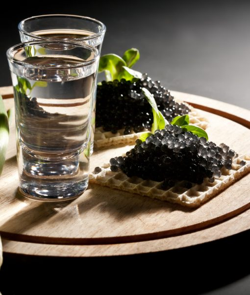 Trứng cá hồi là thành phần quan trọng tạo nên Vodka Beluga Nga