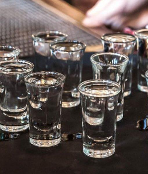cốc rượu vodka cá sấu đen