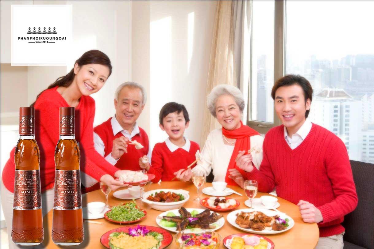 Bữa cơm gia đình ngon hơn khi có táo mèo rơm vàng