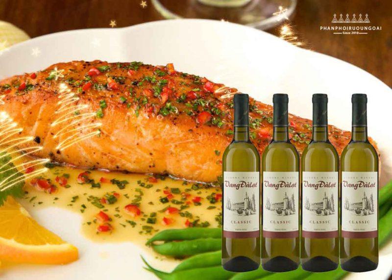 Cá hồi sốt cam và rượu vang đà lạt classic - white wine