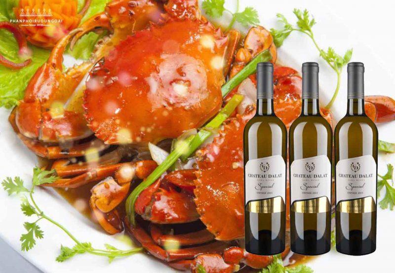 Cua biển sốt me và rượu vang trắng Chateau Dalat Special - Chardonnay