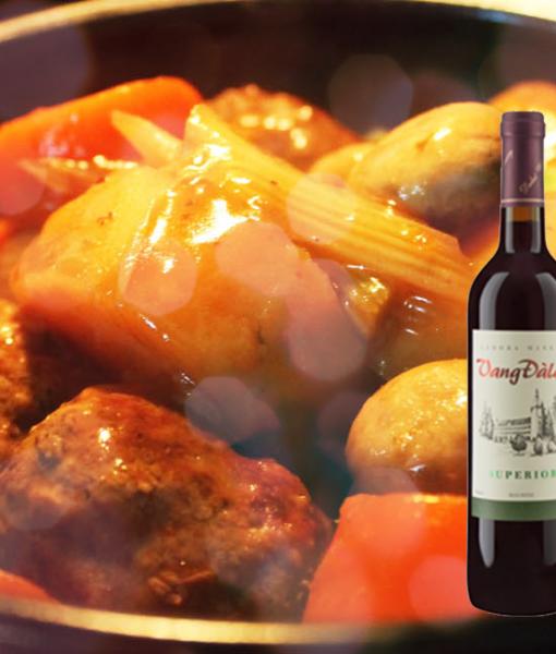 Rượu vang đà lạt Superior Red Wine phù hợp với món hầm