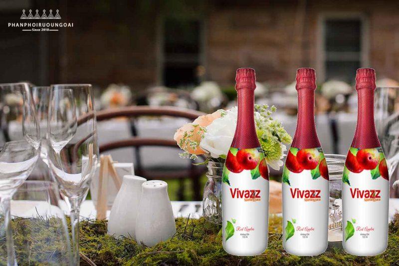 Dã ngoại hoặc tiệc cưới rất phù hợp với nước trái cây táo đỏ - Sparkling Juice