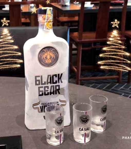 Hình ảnh thực tế rượu vodka gấu đen - Black Bear Nga