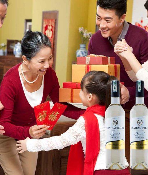 Món quà biếu tết với rượu vang Chateau Dalat Sauvignon Blanc