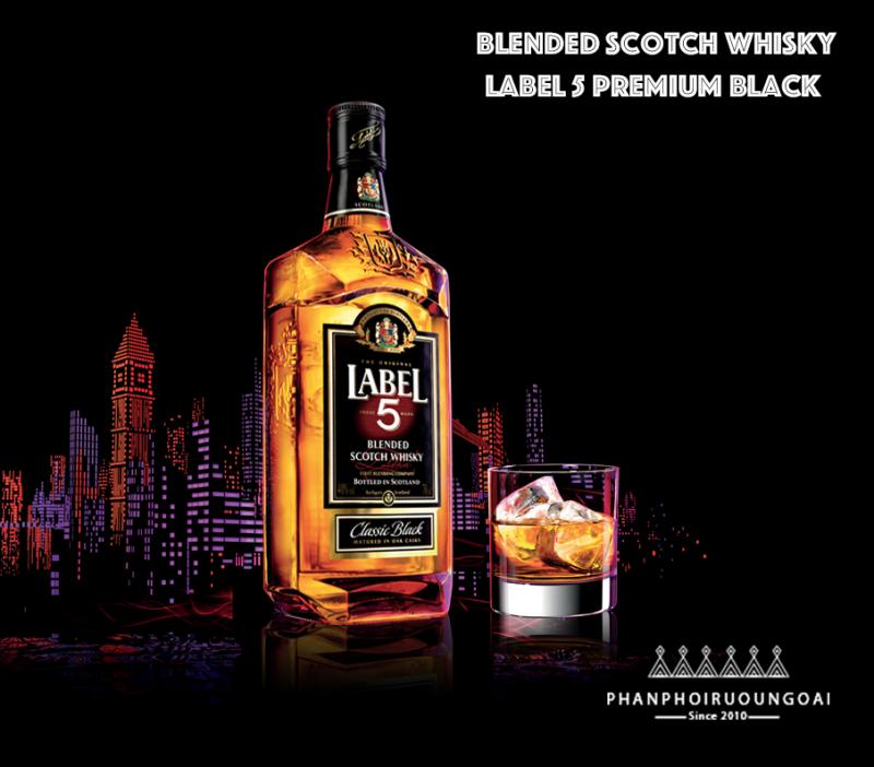 Poster quảng cáo của rượu Label 5 Premium Black