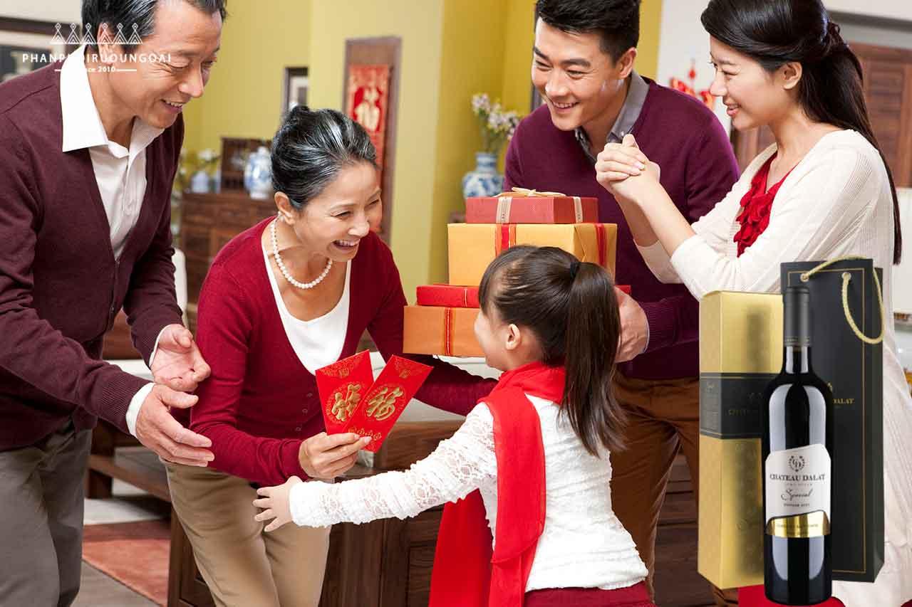 quà biếu gia đình với Hộp quà 1 chai vang Chateau Dalat Special