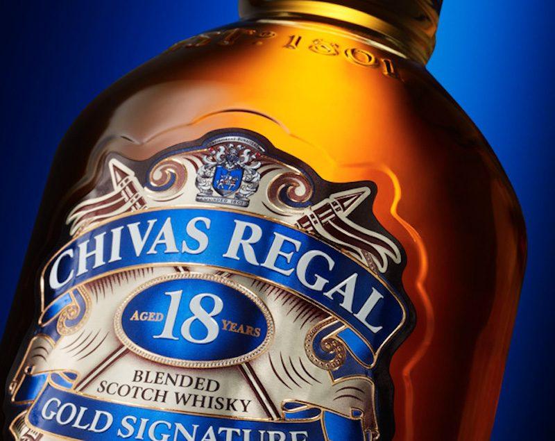 Rượu Chivas 18 bắt đầu ra mắt thị trường từ năm 1997 tạo bởi bậc thầy hầm rượu Colin Scott
