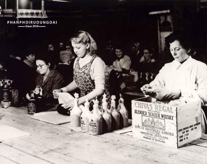 Sau thời kỳ cấm rượu thì rượu chivas đã quay trở lại và dần trở nên phổ biến