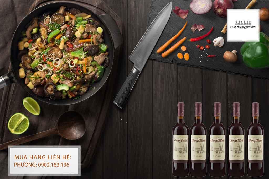 Rượu Vang Đà Lạt Dankia thích hợp với các món ăn đậm gia vị của châu á