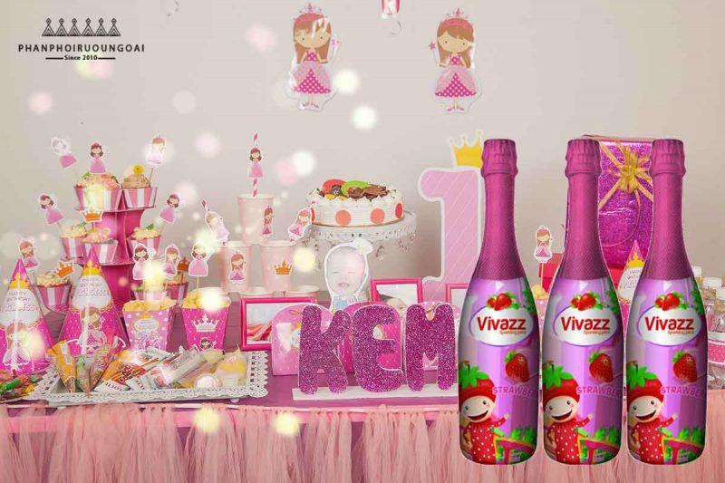Sinh nhật bé với nước ép trái cây hương dâu