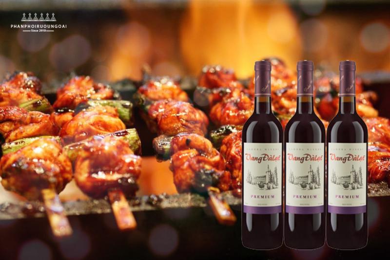 Thịt nướng xiên que cũng là món ăn phù hợp với vang đà lạt Premium - Red Wine