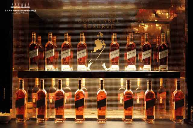 Tủ trưng bày rượu Johnnie Walker Gold Label Reserve