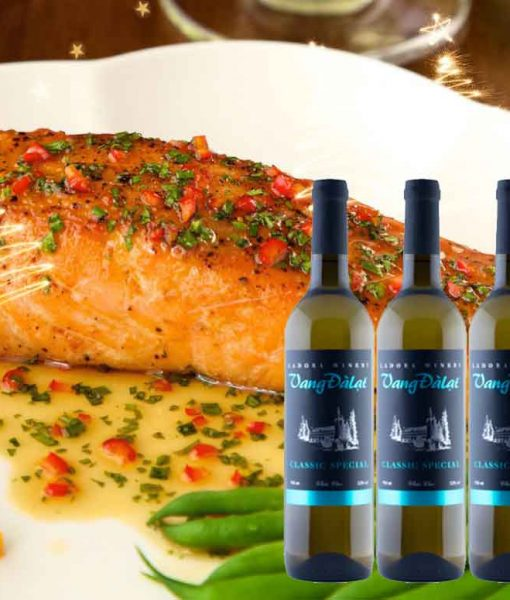 Cá hồi sốt cam rất phù hợp với Rượu vang đà lạt Classic Special -White Wine