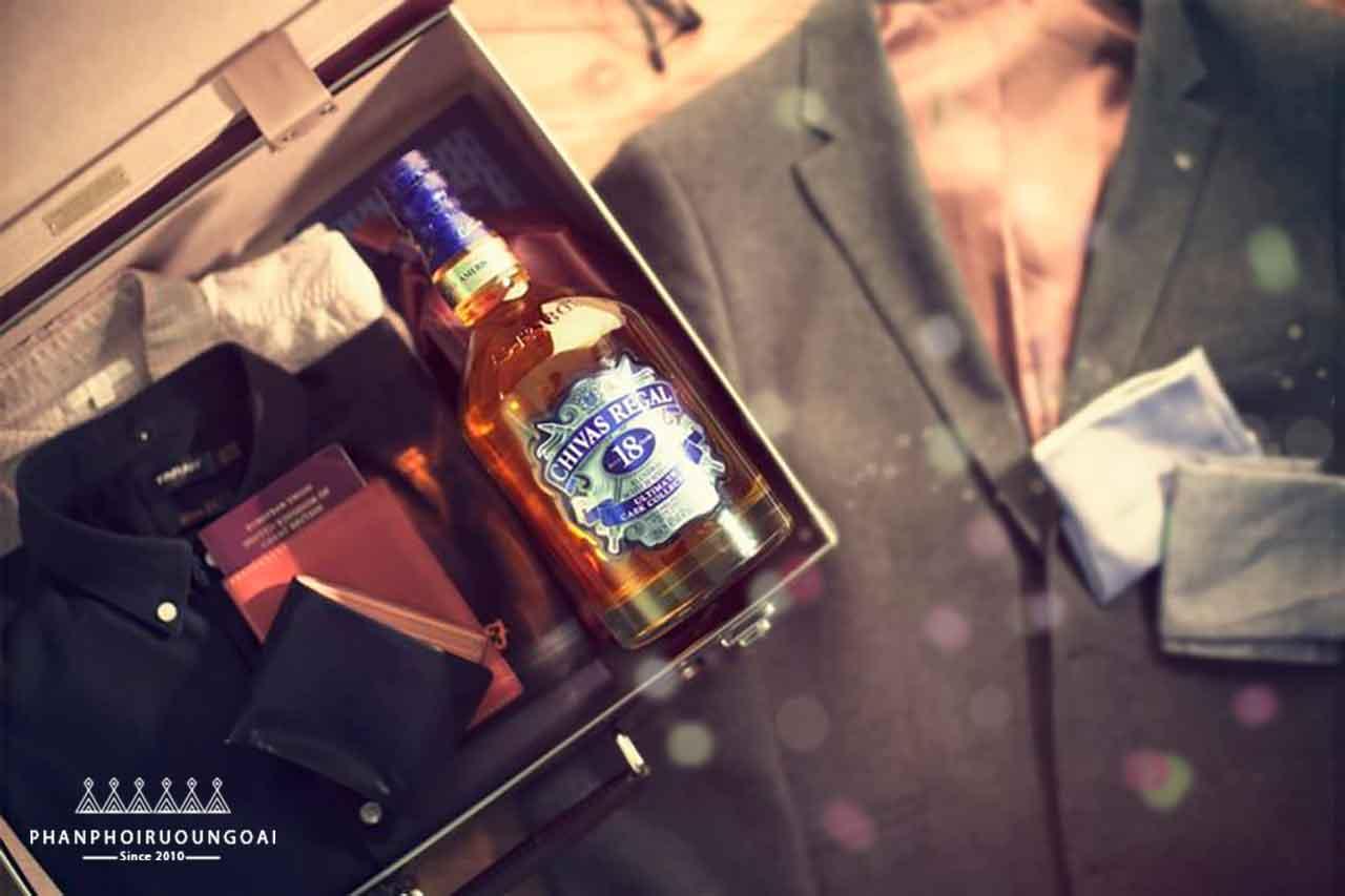 Hành trang của một quý ông lịch lãm với rượu Chivas 18 Ultimate Cask Collection