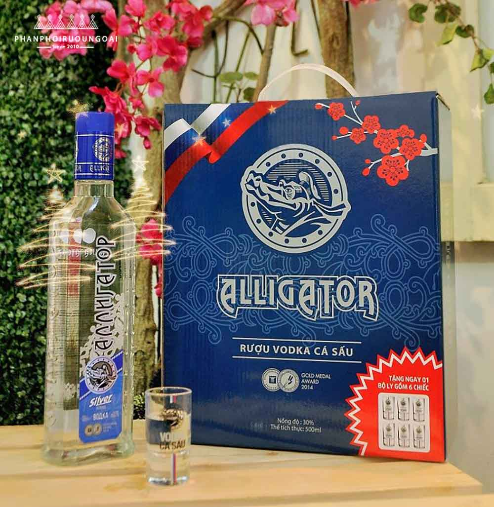 Hộp quà tết rượu vodka cá sấu xanh 500 ml sang trọng và lịch lãm