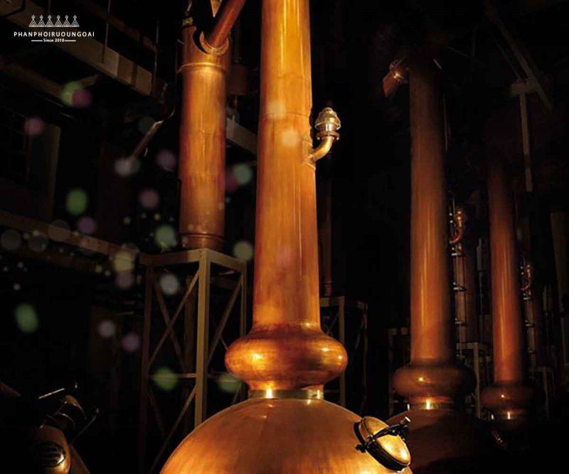 Lò trưng cất rượu whisky của nhà Glenmorangie - cao nhất tại Scotland