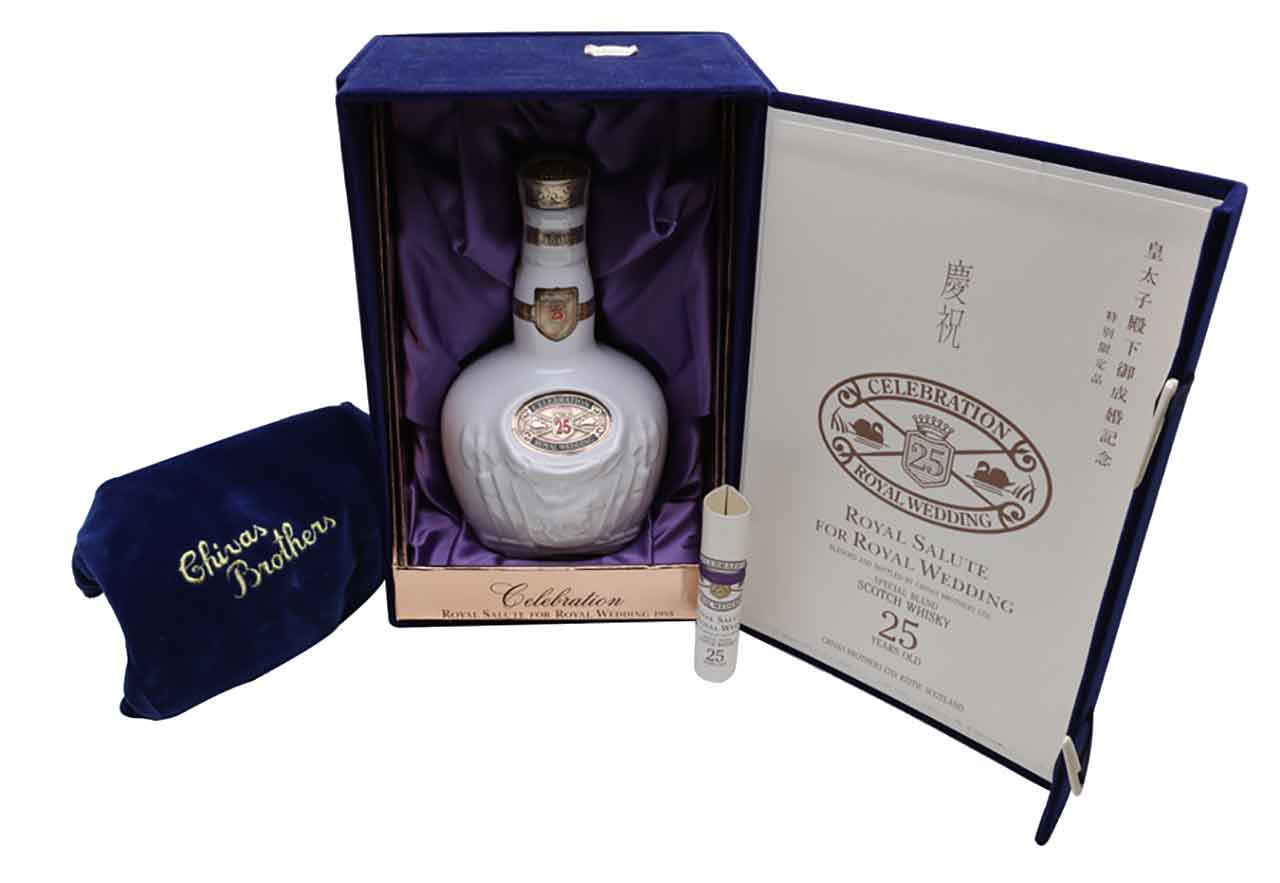 Mở hộp sản phẩm tiến cống Royal Salute 25 năm tiến cống hoàng gia nhật bản