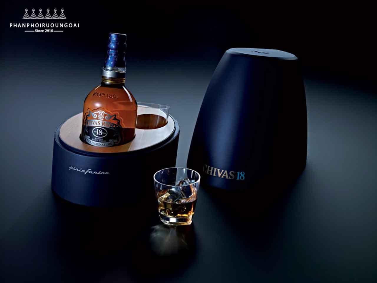 Rượu Chivas 18 Pininfarina Level 1 và ly whisky