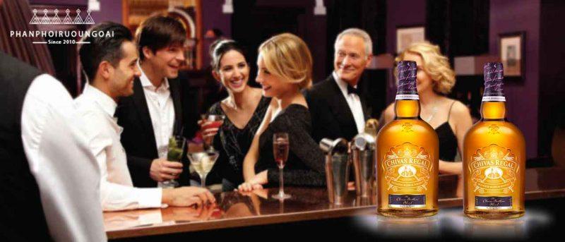 Rượu Chivas Brother's Blend thường xuất hiện trong các bữa tiệc với bạn bè