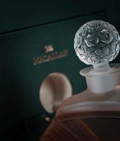 Nút chai rượu Macallan 65 năm - Macallan in Lalique