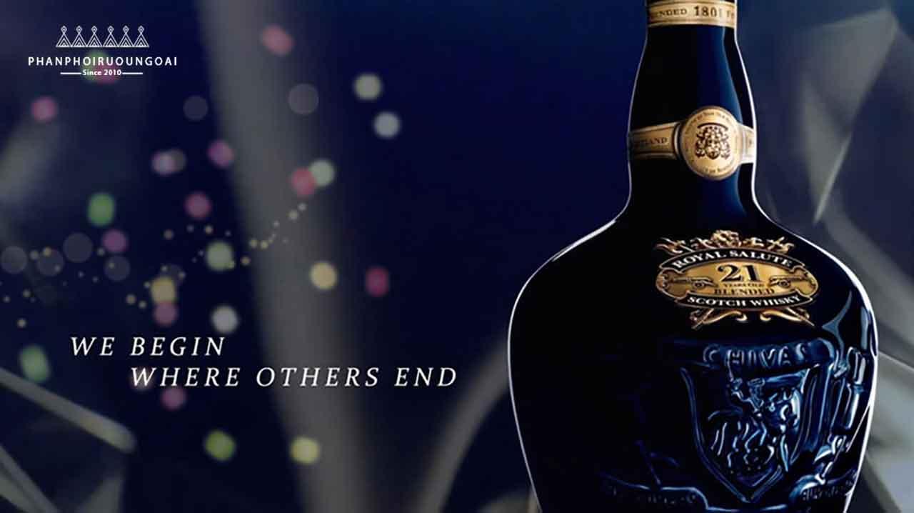 Rượu Royal Salute 21 năm Sapphire Flagon có khẩu ngữ chúng tôi bắt đầu nơi những thứ khác kết thúc