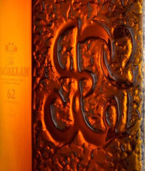Thân chai rượu Macallan 62 năm Lalique được chạm khắc tinh xảo - The Macallan in Lalique