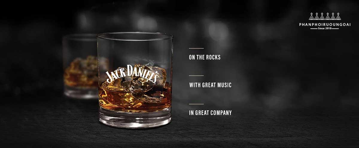Cách thưởng thức rượu Jack Daniel đó chính là uống trực tiếp hoặc pha cocktail