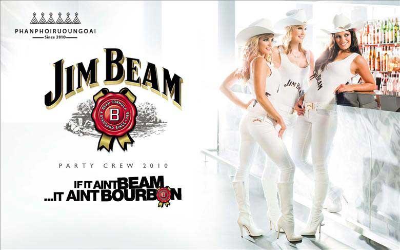 Người mẫu quảng bá rượu Jim Beam