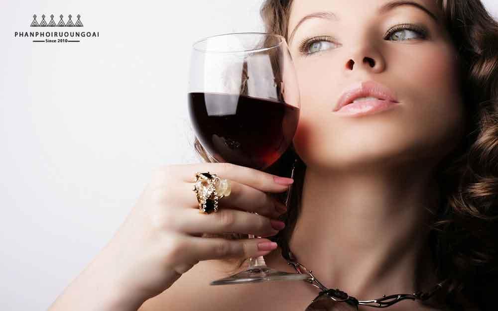 Tính cách của phụ nữ và rượu vang