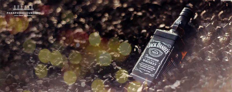Jack Daniel No.7 và quy trình lọc Charcoal Mellowing