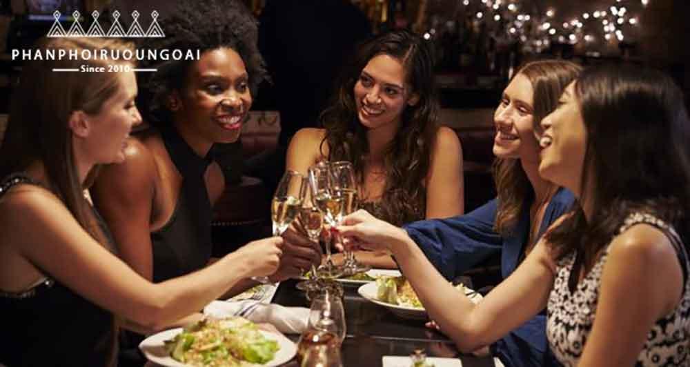 Tính cách phụ nữ thông qua thói quen uống vang
