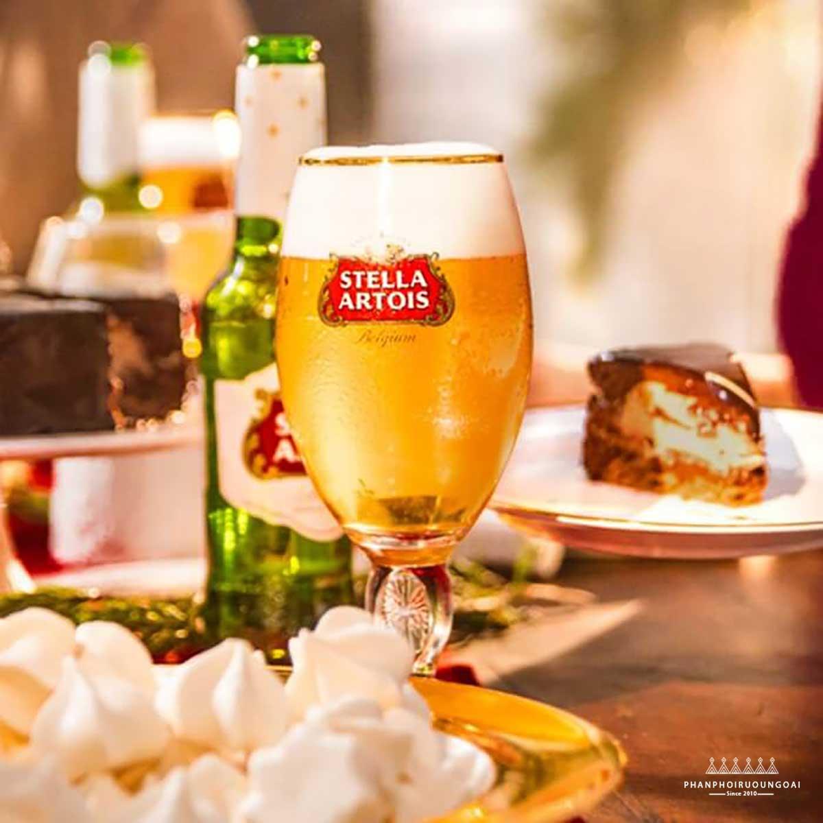 Bàn tiệc với bia Stella Artois
