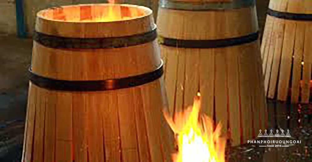 Gỗ sồi được đốt nóng trước khi đóng thùng