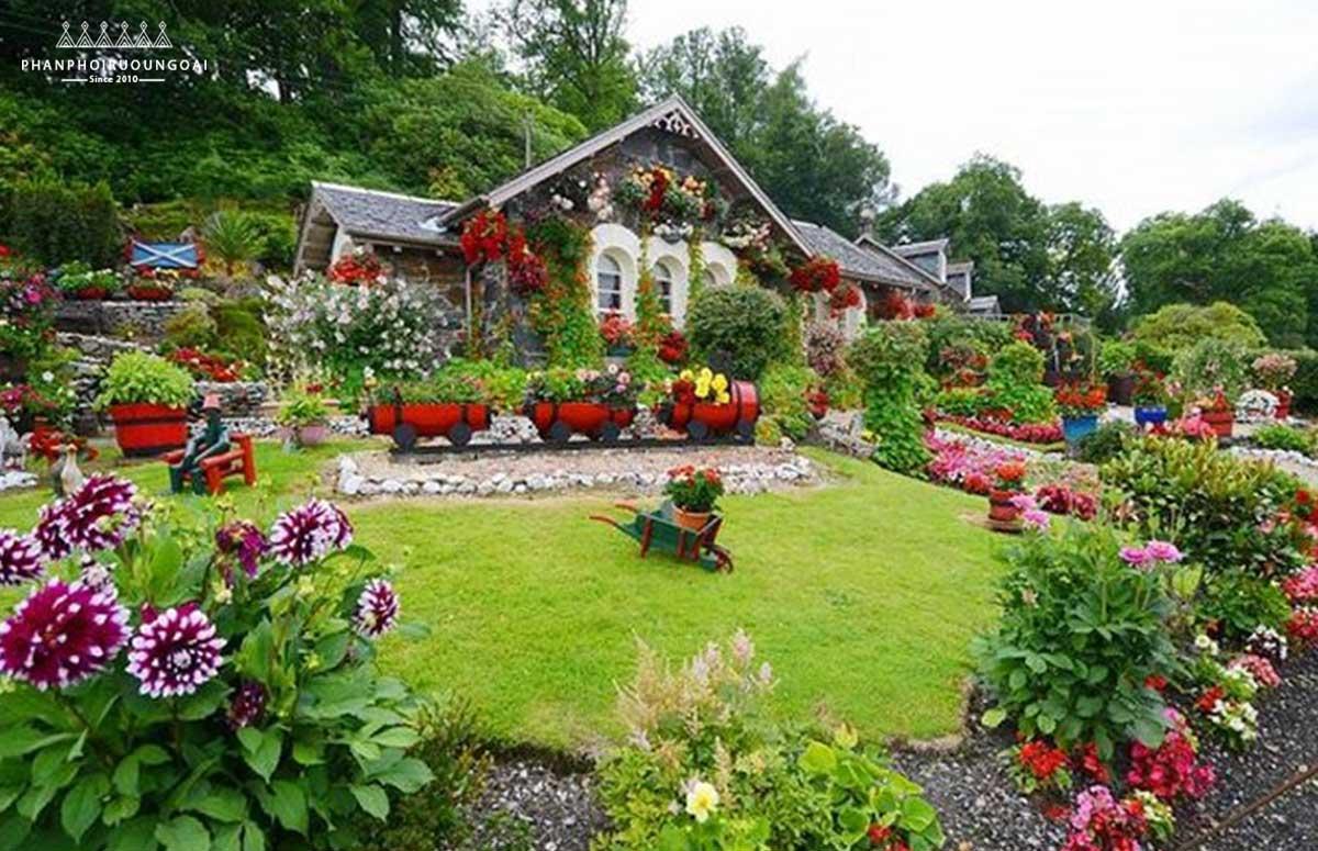 Mặt trước của khu vườn tuyệt đẹp tại Scotland