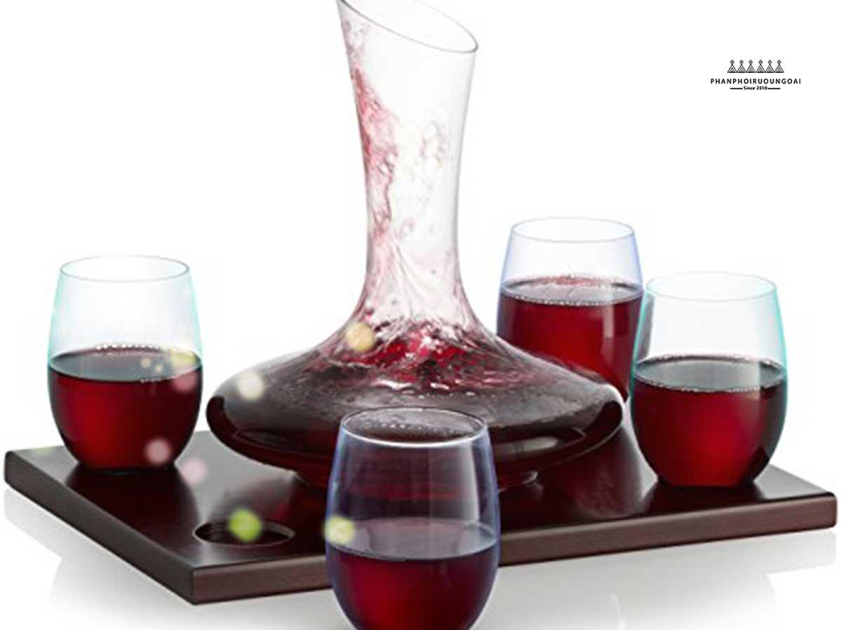 Decanter mang lại những trải nghiệm tuyệt vời hơn với rượu vang