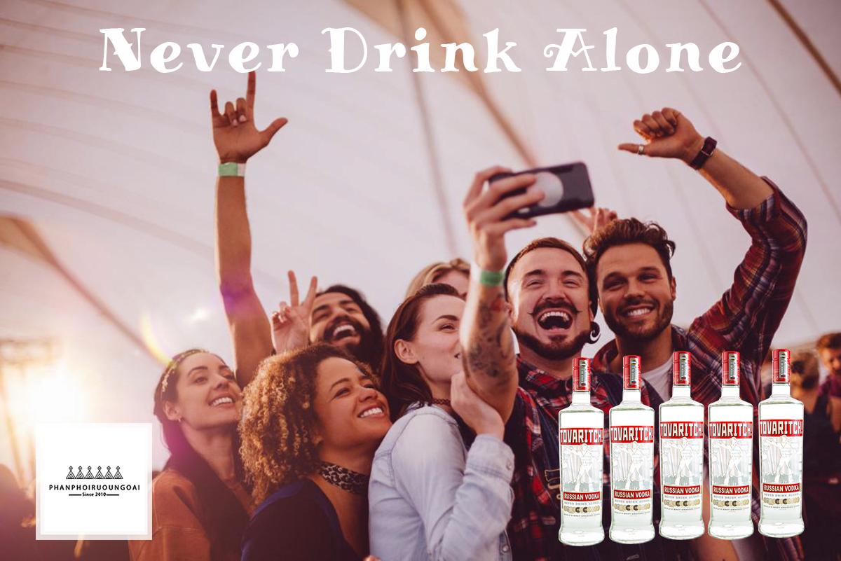Rượu Vodka Tovaritch với khẩu ngữ Never Drink Alone