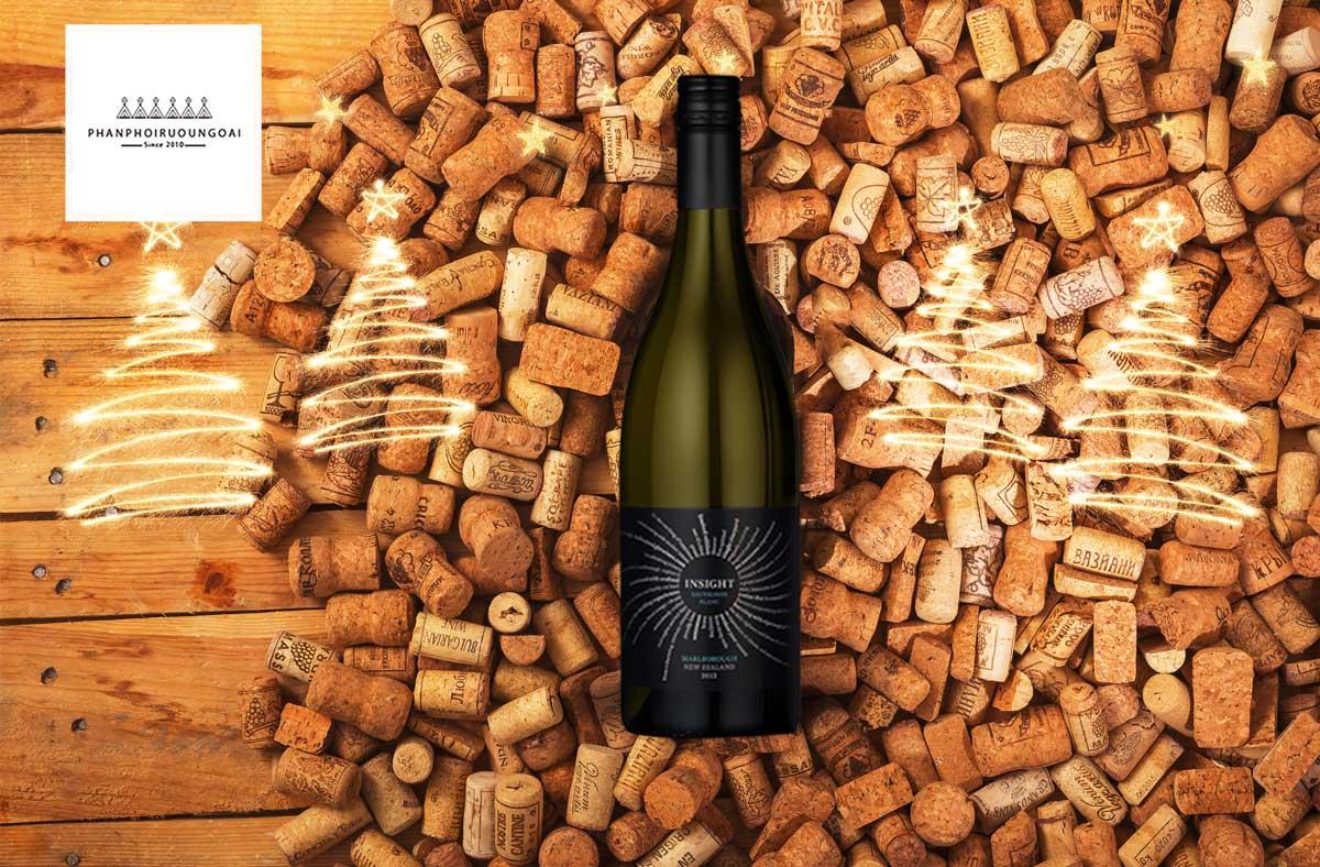 Rượu vang Insight Sauvignon Blanc và nút chai