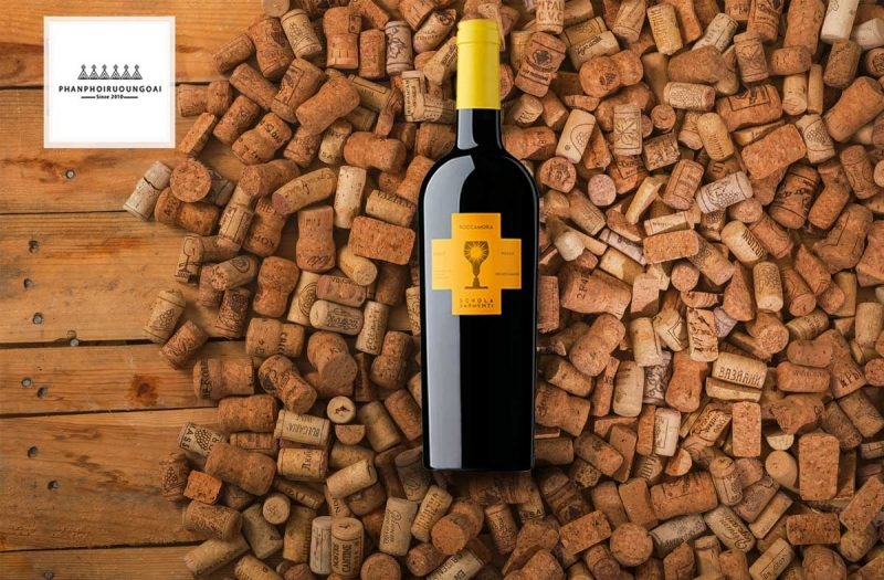 Rượu vang Ý Roccamora Nardo Negroamaro và nút chai