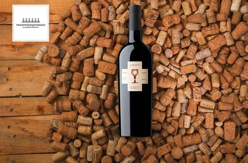 Rượu vang Schola Sarmenti Cubardi và nút chai