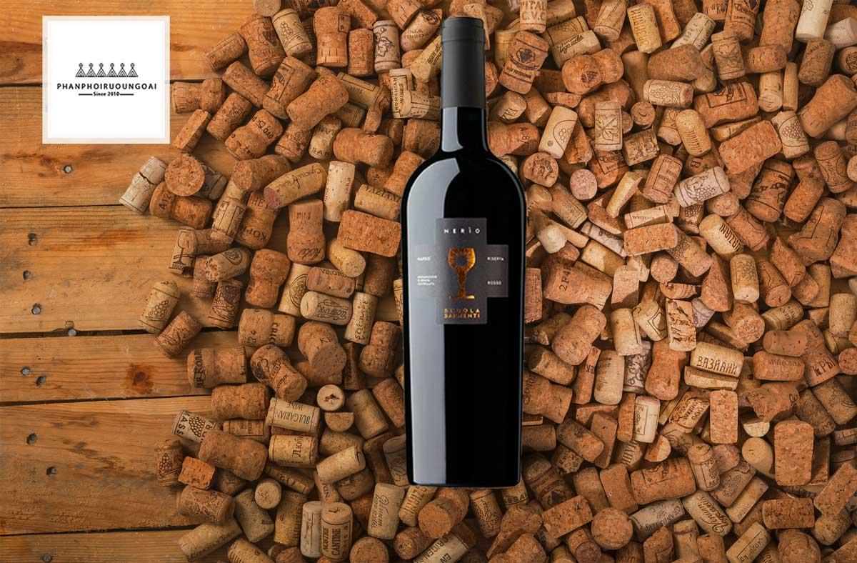 Rượu vang Schola Sarmenti Nerio DOC và nút chai