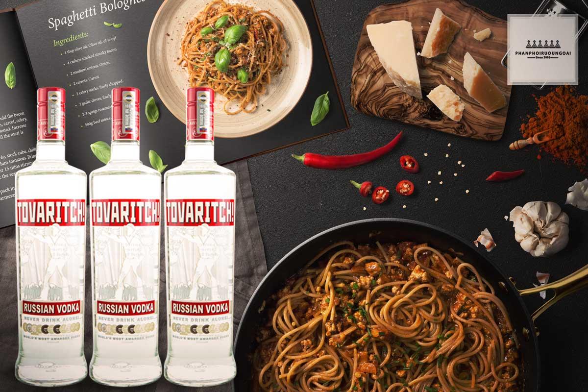 Rượu Vodka Tovaritch 1 lít và đồ ăn