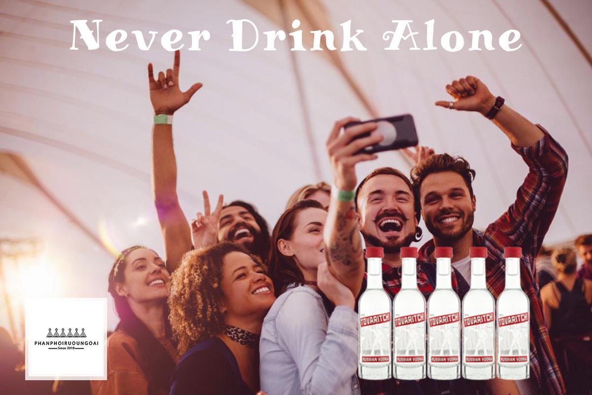 Quà tặng độc đáo rượu Vodka Tovaritch 50 ml dành cho những người bạn