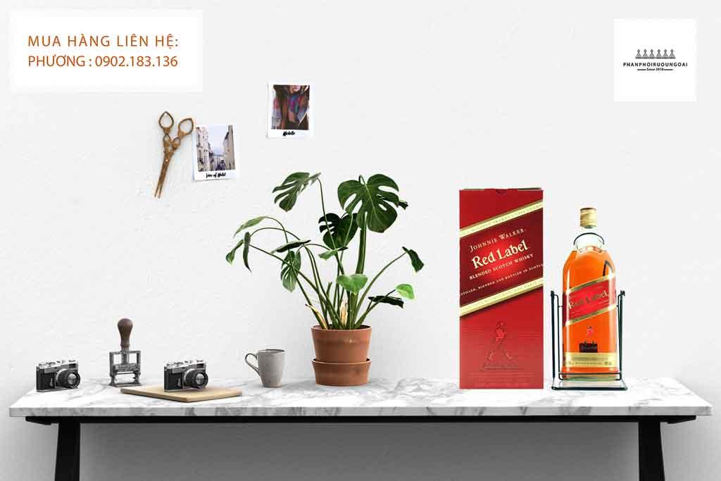 Ảnh Chụp Rượu Johnnie Walker 4.5 Lít