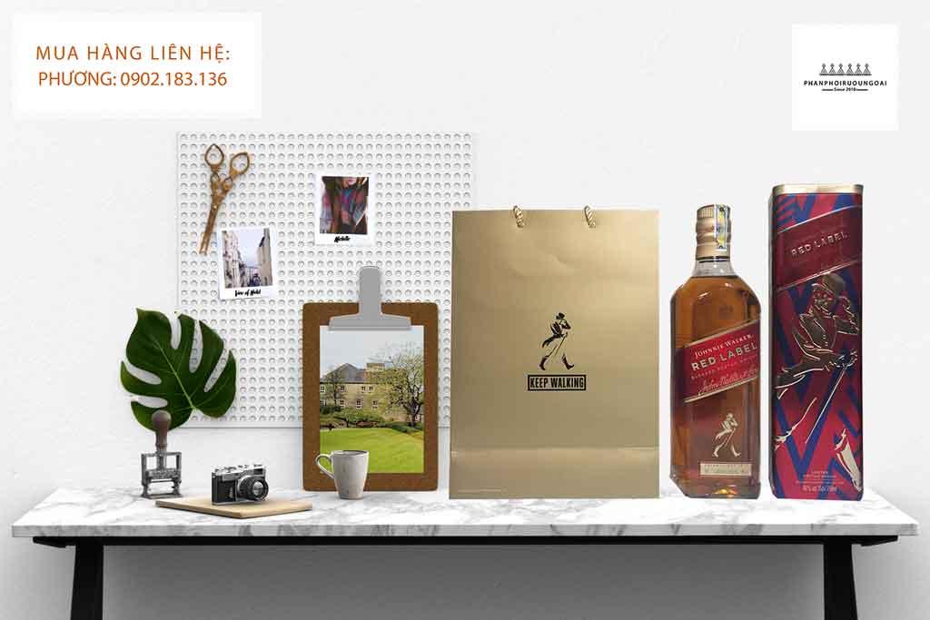 Ảnh chụp rượu Johnnie Walker Red Label hộp quà tết 2020